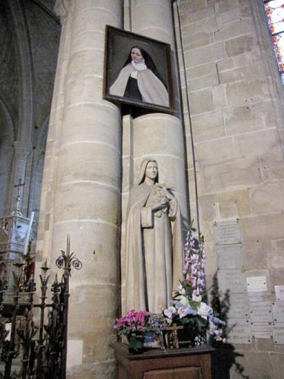 Statue et portrait de Sainte Thérèse de Lisieux