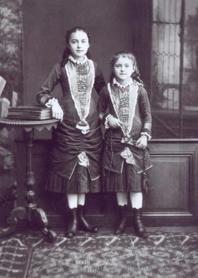 Thérèse de Lisieux à 8 ans et sa sœur Céline (1881)