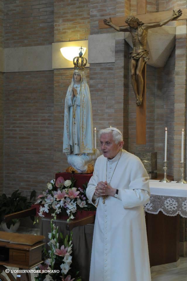 Benoît XVI et la Vierge de Fatima, Vatican, octobre 2013