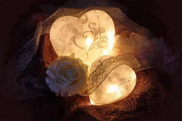 Coeurs lumieux, rose et dentelle