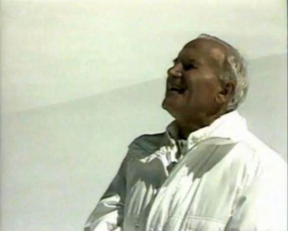 Jean-Paul II souriant en blanc