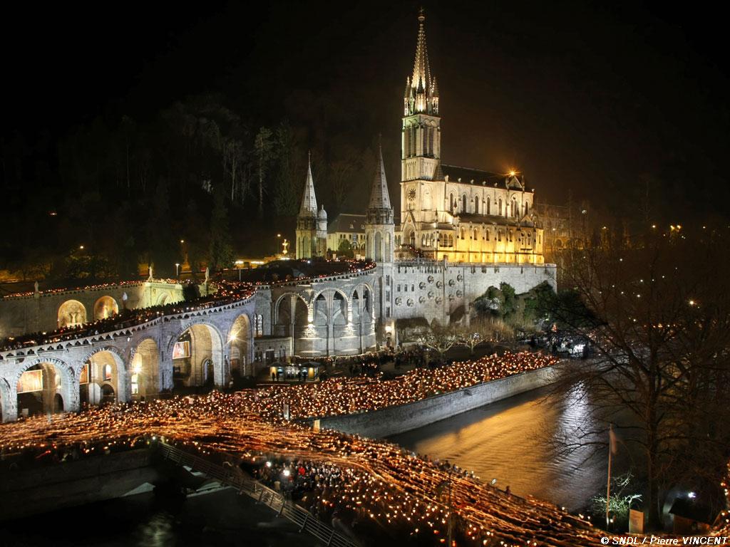 Procession de nuit à Lourdes