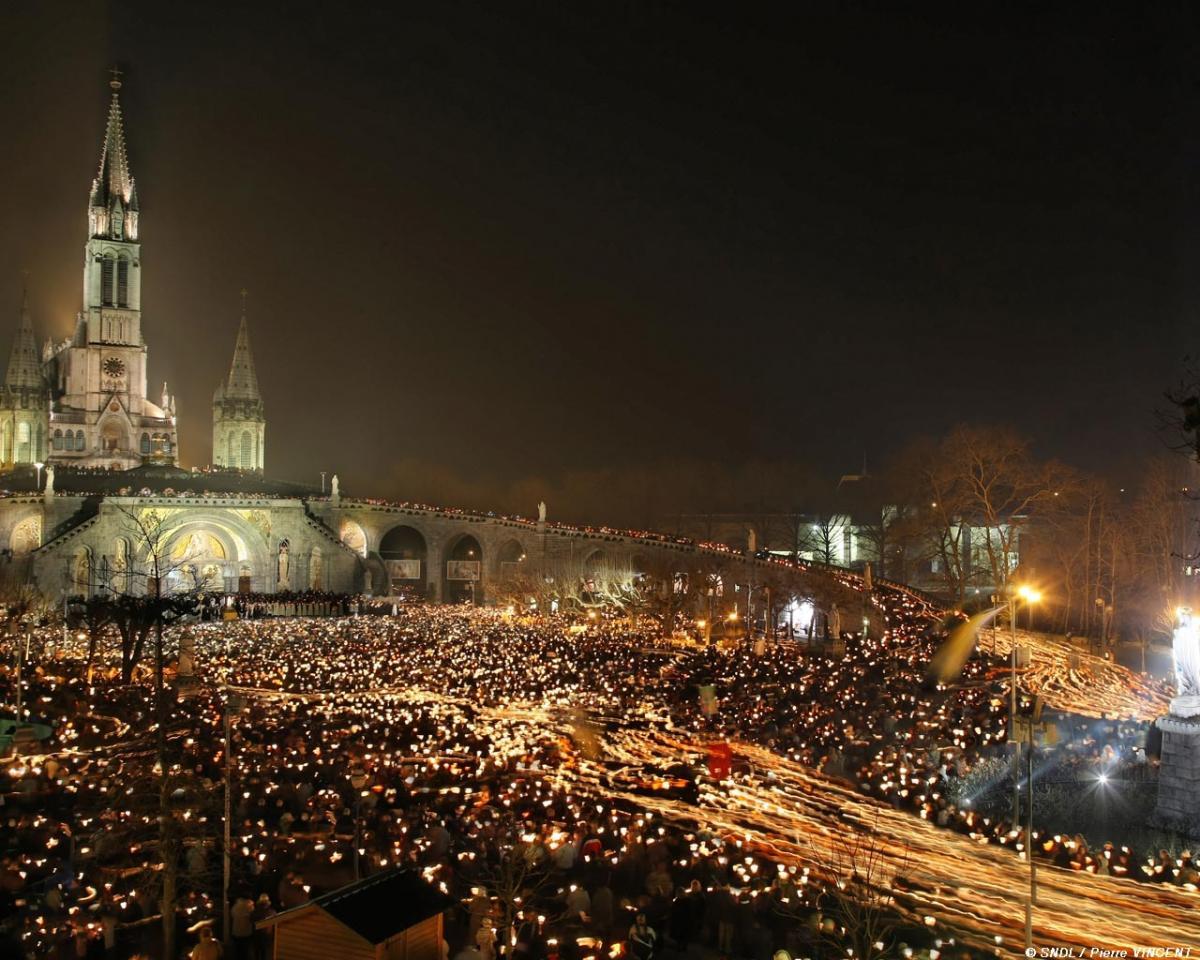 Procession aux flambeaux, Lourdes