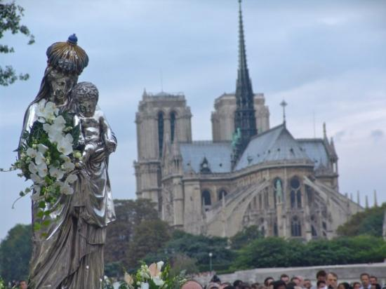 procession-assomption-paris-14-aout-2013-parousie-over-blog-8.jpg